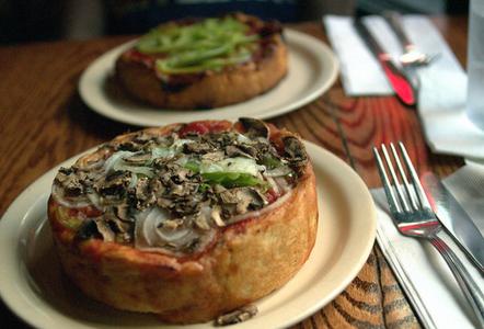 芝加哥最好的10家深盘披萨