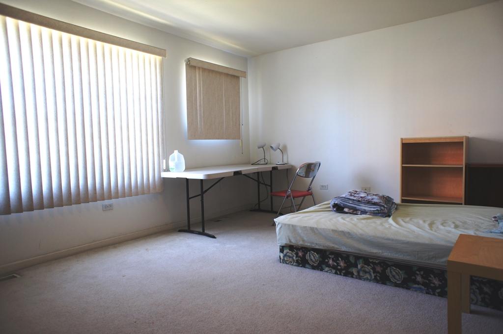 中国城带家具学生卧房,中央冷暖,洗衣机烘干机,75M无线网,交通方便
